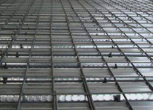 steel deck before concreting 300x216 - مقایسه سقف عرشه فولادی با سایر سقفهای ساختمانی (بخش اول)